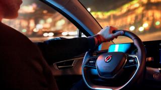 Araç çağırma hizmetleri için yeni yüzde 100 elektrikli sedan Mobilize Limo