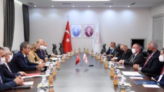 Bakan Özer, KKTC Eğitim ve Kültür Bakanı Amcaoğlu ile bir araya geldi