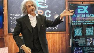 Merhaba, ben robot Albert Einstein