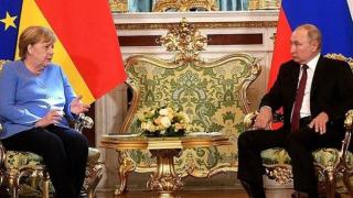 Merkel-Putin zirvesinde Afganistan ve Navalni gerilimi