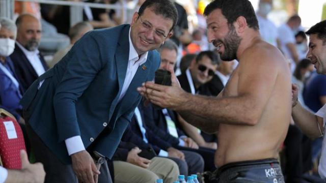 """İmamoğlu er meydanında konuştu: """"Bu alanı güreş sporunun canlandığı bir meydan yapacağız"""""""