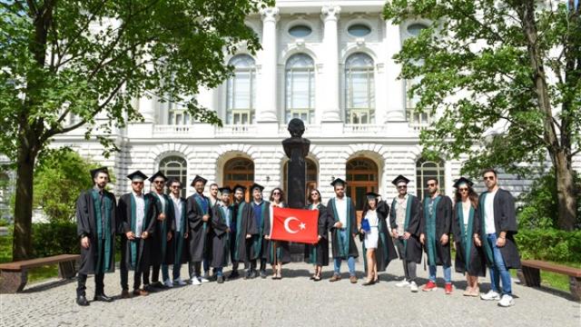SPbPU yüksek lisans programından mezun olan Türk öğrenciler diplomalarını aldı